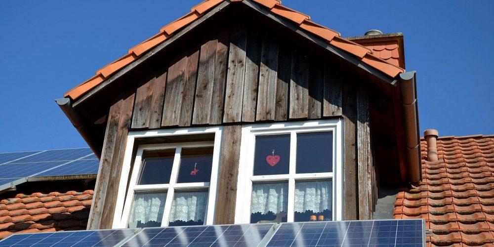 Solardach installieren: Aus Sonnenlicht wird sauberer Strom